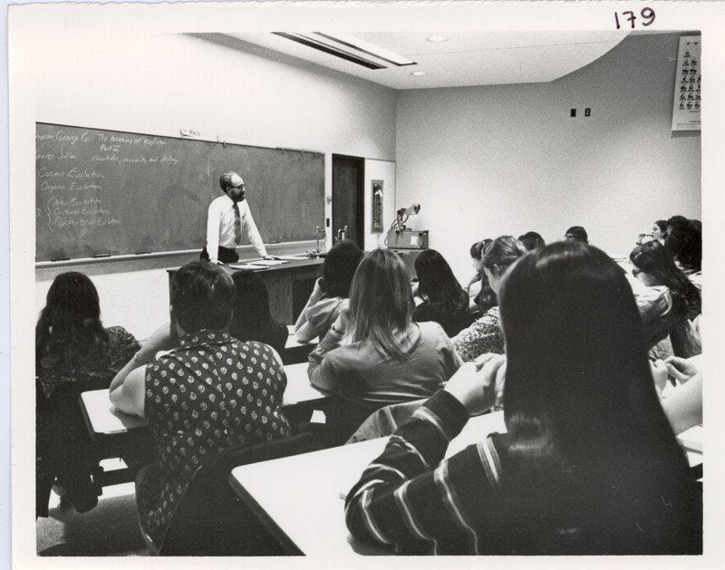 Classroom2_1970s.jpg