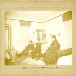 Early Boarding House in Monmouth, Interior