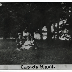 Group Picture of Students at Cupid&#039;s Knoll <br /><br />